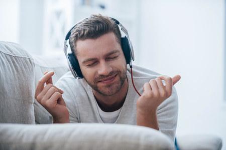 Altavoces y auriculares para regalar